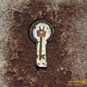 key hole logo